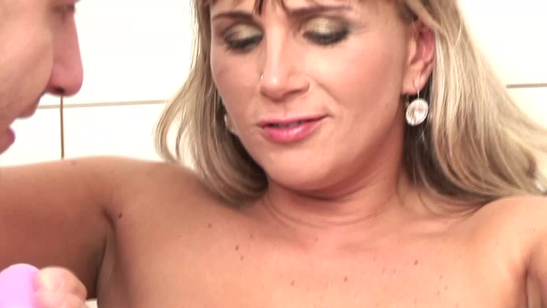 Explosive Dildo And Fisting Power Action 14