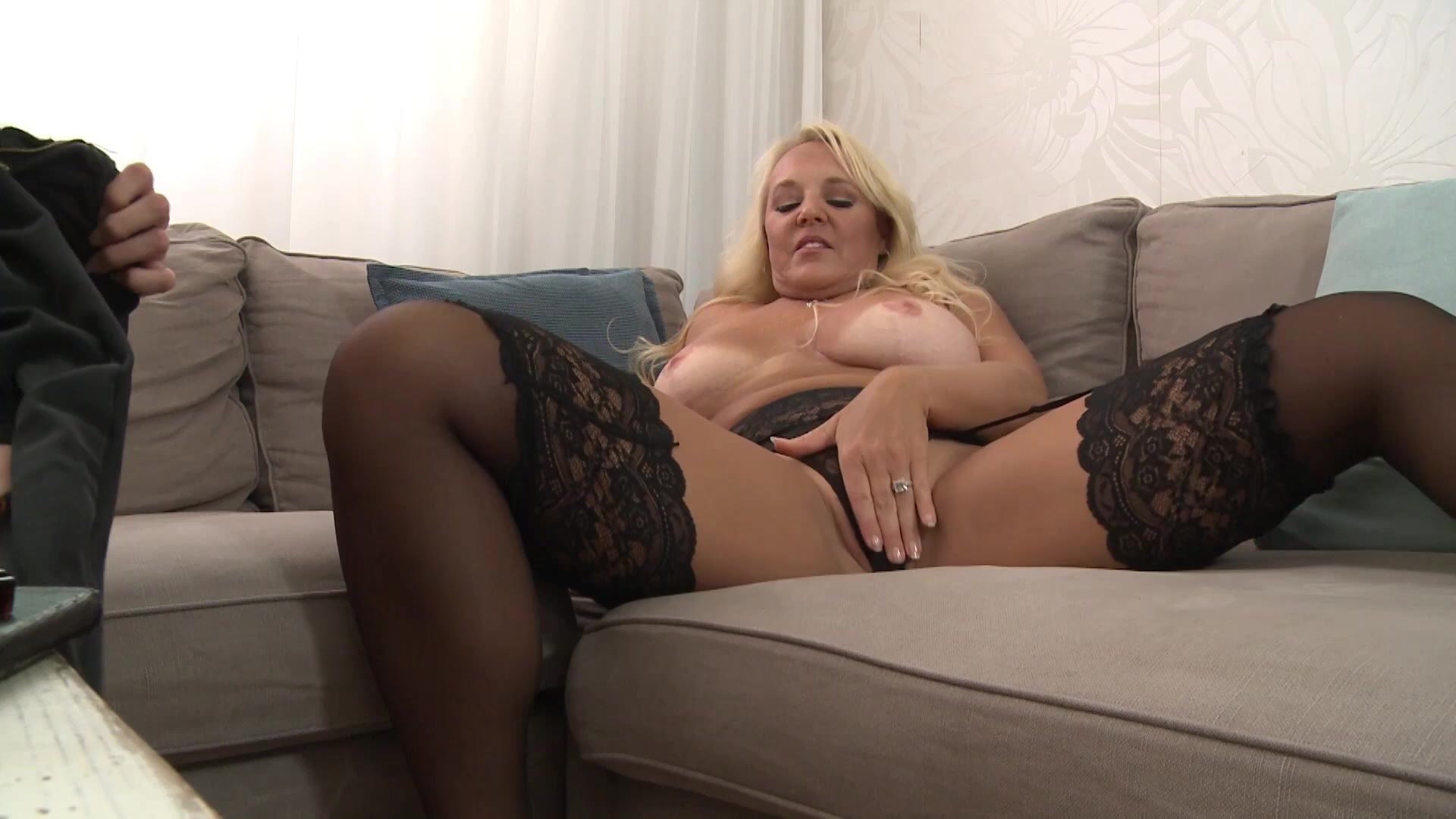 Melody Pleasure loves pussy's